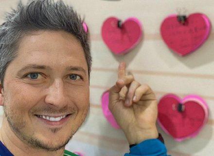 В спортзале и в Японии: как звезды Нового канала отмечают День Валентина
