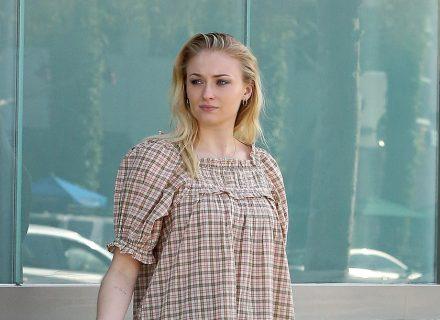Фото дня: вагітна Софі Тернер на вулицях Лос-Анджелеса