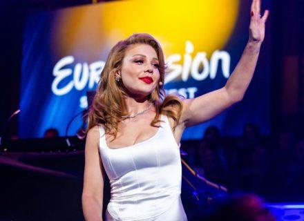 Тина Кароль в белом платье блистает на отборе Евровидения