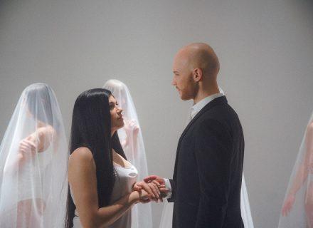 Vlad Darwin показав свою дружину у неймовірно чуттєвому відео «Зірка»