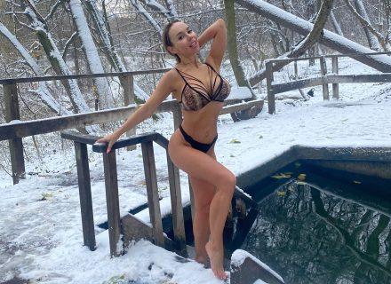СолоХа окунулась в ледяную воду