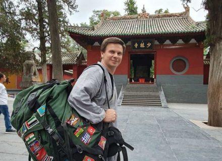 «Cимптомы похожи на обычный грипп»: Дмитрий Комаров рассказал о коронавирусе и поездке в Китай