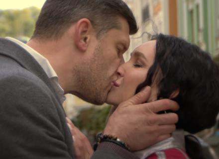 KUPTSOVA и Алексей Тритенко поцеловались в клипе «Давай покурим на прощание»