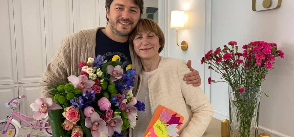 Сергей Притула, Алекс Якутов и Екатерина Виноградова рассказали о самых дорогих подарках для своих матерей