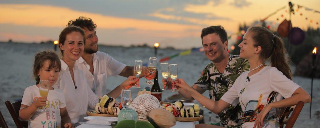 Дмитрий Комаров и Александр Дмитриев отдохнули со своими семьями на «украинских Мальдивах»