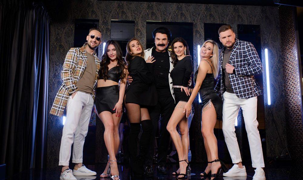 GLOVA & MANIN ft. ПАВЛО ЗІБРОВ — Є BASS (Official Music Video)