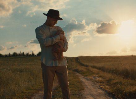 Vlad Darwin посвятил сыну песню и клип «Без умов»